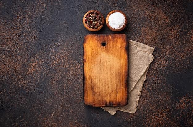 Tagliere e spezie vintage vuoto