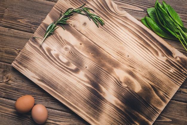 Tagliere in legno duro per la preparazione dei prodotti