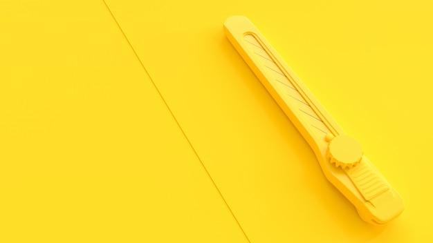 Taglierina gialla sulla tavola gialla