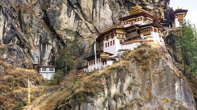 Taktshang goemba temple sulla montagna della scogliera
