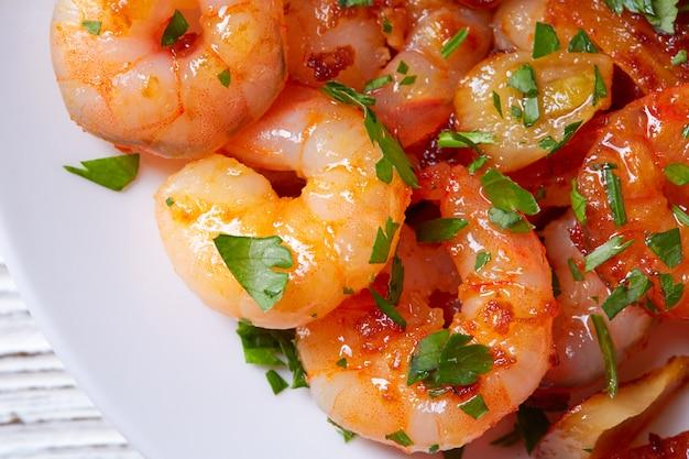 Tapas pinchos di gamberi all'aglio dalla spagna