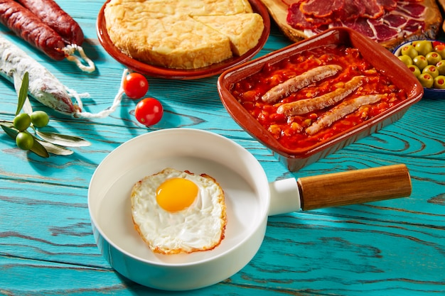Tapas pisto con tomate ratatouille all'uovo