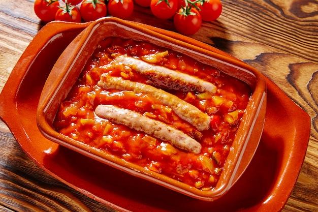 Tapas pisto con tomate ratatouille e salsiccia