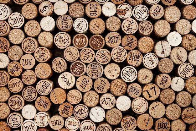 Tappi accatastati di vino