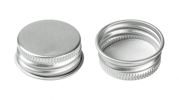 Tappo di bottiglia d'argento isolato su fondo bianco. gruppo di coperchio per bevande per il tuo design.