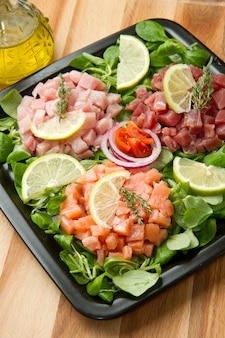 Tartara di salmone, tonno e pesce spada