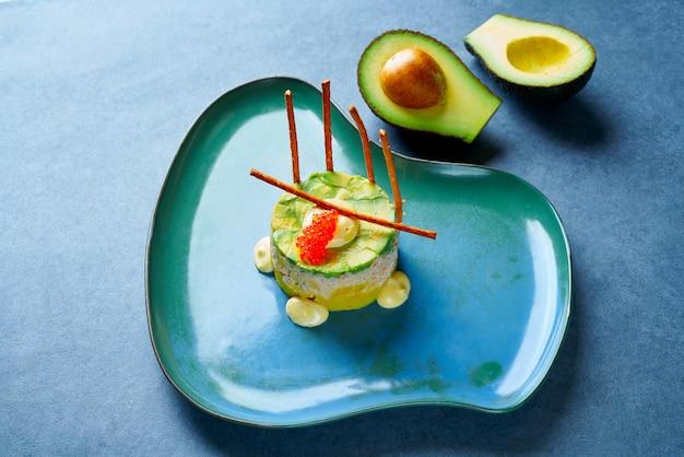 Tartare di gamberetti con stile avocado peruviano