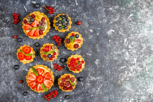 Tartellette rustiche fatte in casa deliziose di estate.