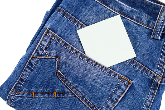 Tasca dei jeans blu con etichetta vuota