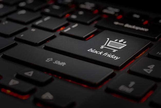 Tastiera nera con icona venerdì nero
