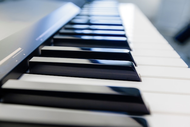 Tastiera per pianoforte e pianoforte