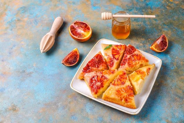 Tatin francese delizioso del dessert crostata con l'arancia sanguinella.