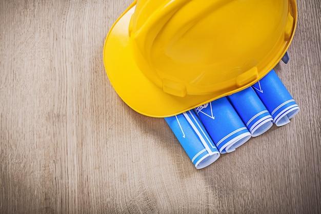 Tavola di legno con cappello duro blueprint