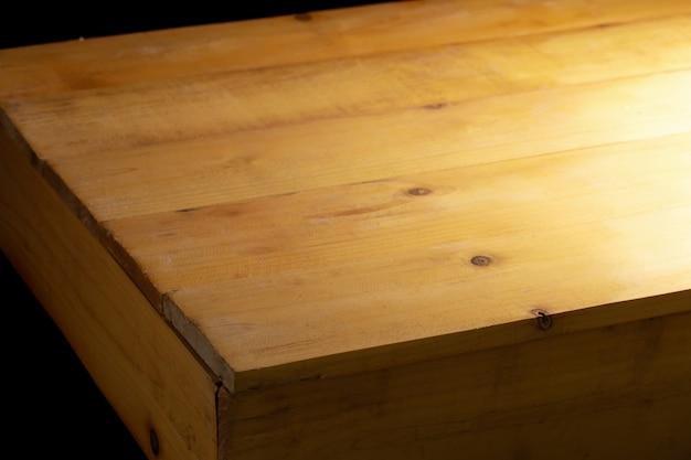 Tavola di legno vuota per il fondo interno del ristorante e lo spazio della copia.