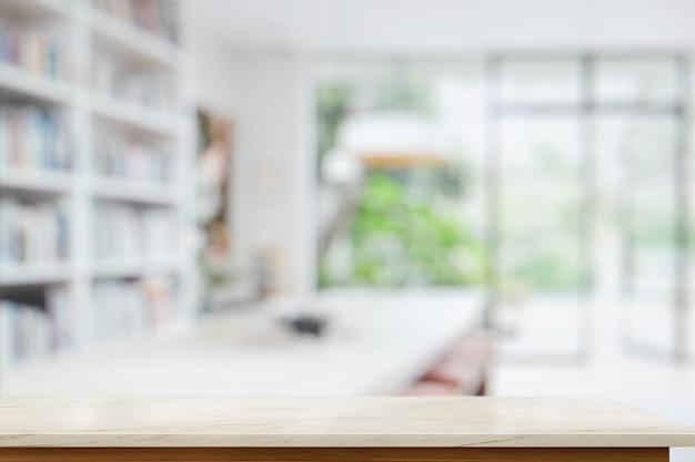 Tavola di marmo vuota nel salotto. per il montaggio del display del prodotto