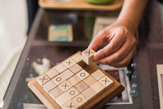 Tavola e mattonelle di sudoku di legno