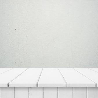 Tavole di legno con un muro bianco