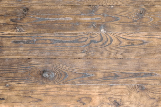 Tavole di legno trattate con un rivestimento protettivo.