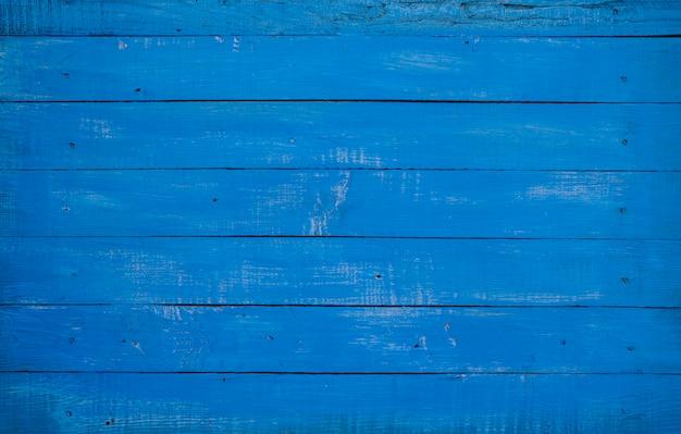 Tavole orizzontali in legno blu.