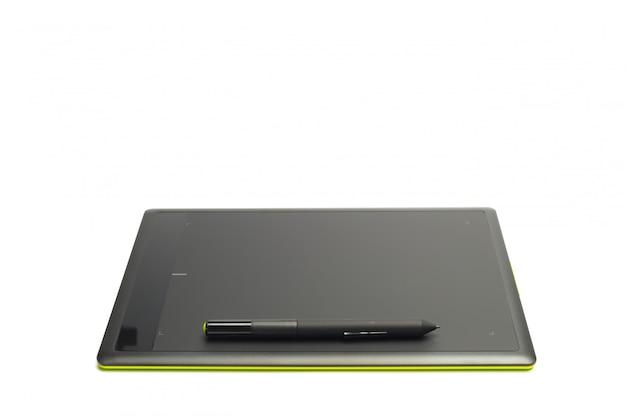 Tavoletta grafica con penna per illustratori e designer, isolata su sfondo bianco