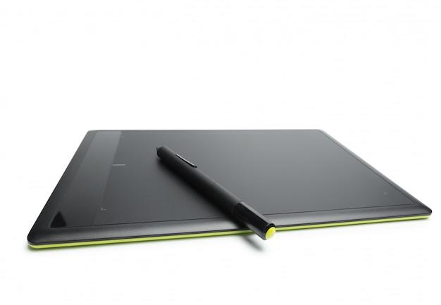 Tavoletta grafica con penna per illustratori e designer, isolato su sfondo bianco