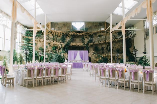 Tavoli da sposa per una cena raffinata o un altro evento di catering