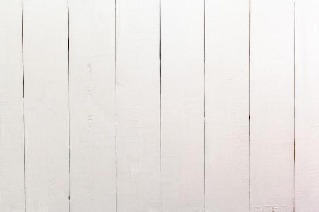 Tavolo con assi di legno bianco -