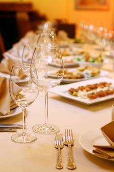 Tavolo da banchetto con snack