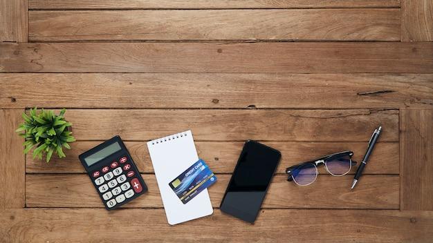 Tavolo da lavoro per ufficio con tablet
