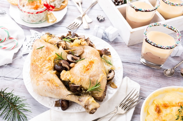 Tavolo da pranzo a tema natalizio