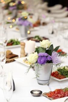 Tavolo da pranzo in occasione di una celebrazione