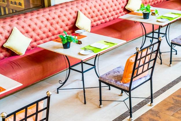 Tavolo da pranzo nel ristorante caffetteria