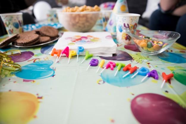 Tavolo decorato per festa di compleanno per bambini