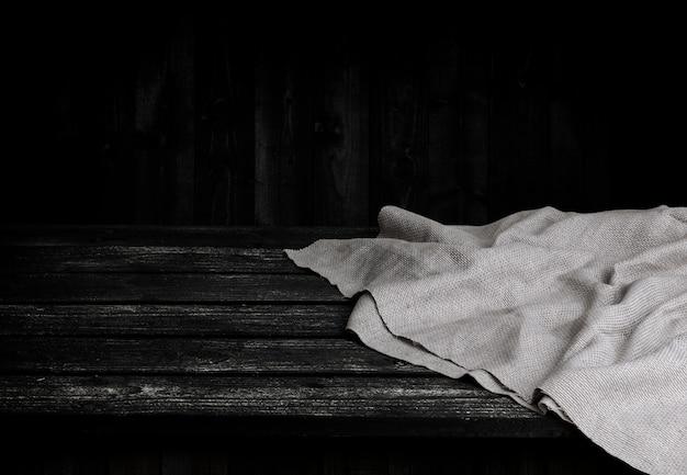 Tavolo in legno nero per prodotto