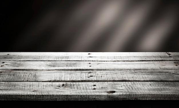 Tavolo in legno scuro, sfondo prospettiva in legno