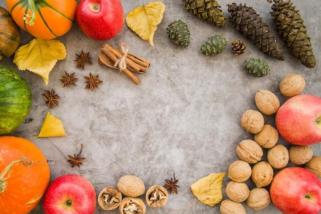 Tavolo in marmo decorato con cibo