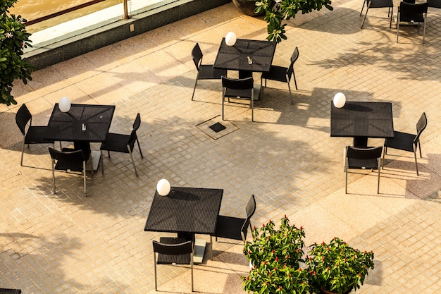 Tavolo vuoto in ristorante