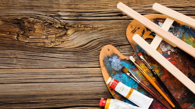 Tavolozza dei colori e spazio della copia della vernice