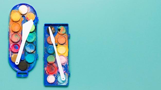 Tavolozza di colori di pittura con copia-spazio