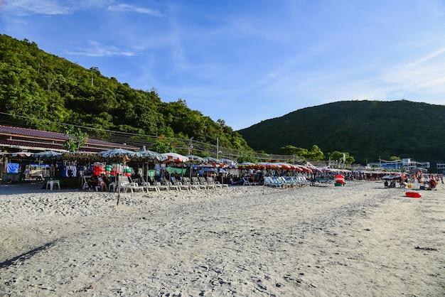 Tawaen beach è la spiaggia più sviluppata e più visitata di koh larn.