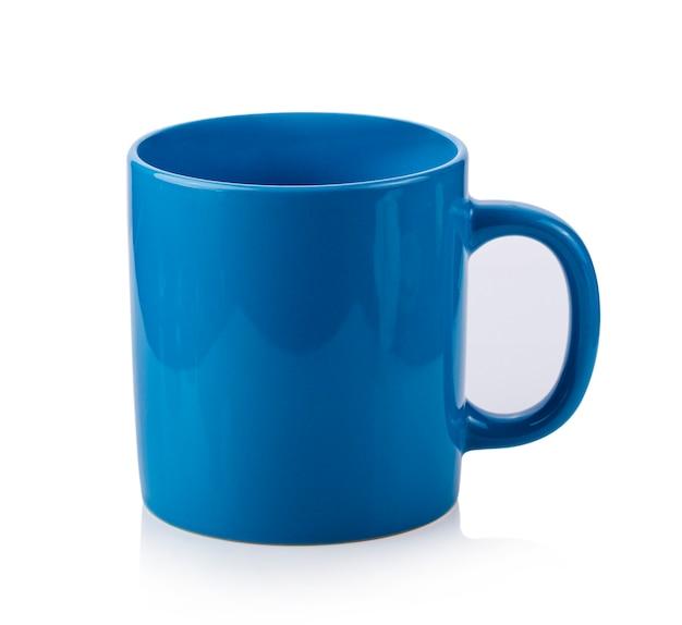 Tazza blu isolata su bianco