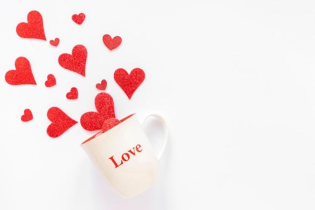 Tazza con amore e cuori per san valentino