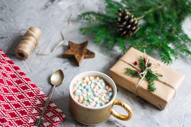 Tazza con il concetto naturale del partito del nuovo anno della decorazione del contenitore di regalo di natale delle caramelle gommosa e molle e di natale