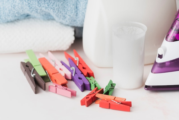 Tazza detergente per il primo piano con pioli