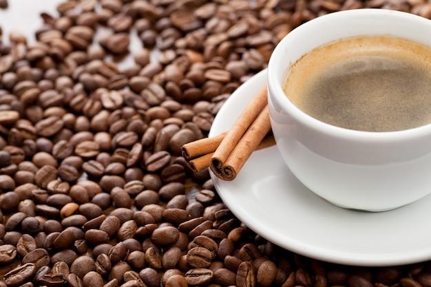 Tazza di caffè con cannella