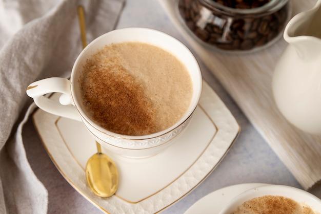 Tazza di caffè con tazza e cucchiaio