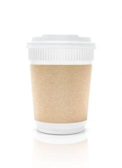 Tazza di caffè di plastica di imballaggio in bianco per andare isolata