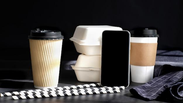 Tazza di caffè in cartone biodegradabile e confezione per alimenti