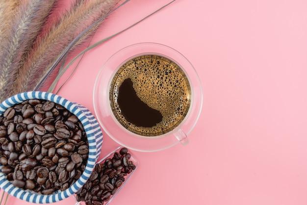 Tazza di caffè in chicchi di caffè