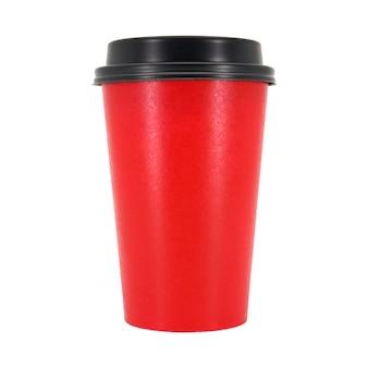 Tazza di caffè rossa isolata nella priorità bassa bianca.